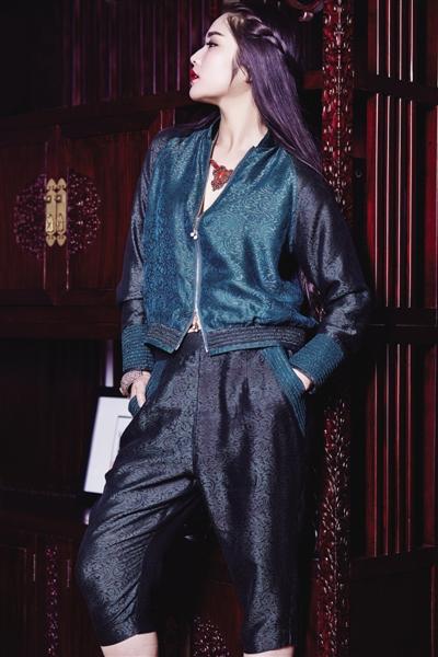 蒙古族服装设计师娜仁