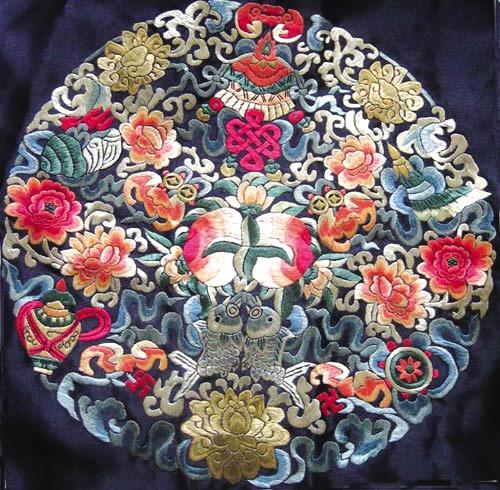纹饰图案带有浓郁的蒙古族元素