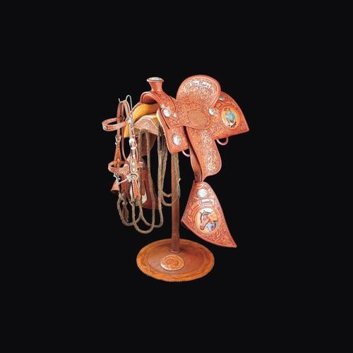蒙古族制作马鞍和装饰马鞍的历史太久远了
